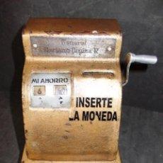 Juguetes antiguos y Juegos de colección: ANTIGUA HUCHA EN FORMA DE MAQUINA TRAGAPERRAS. Lote 55778595