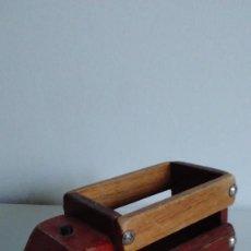 Juguetes antiguos y Juegos de colección: CAMIÓN DE JUGUETE DE MADERA. Lote 55899939