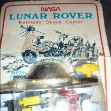 Juguetes antiguos y Juegos de colección: NASA LUNAR ROVER KENNEDY SPACE CENTER BLISTER HONG KONG ANTIGUO VEHICULO ESPACIAL COCHE ASTRONAUTA. Lote 57685450
