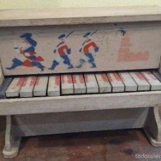 Juguetes antiguos y Juegos de colección: PIANO DE JUGUETE FRANCÉS AÑOS 50 EN MADERA. Lote 58681642