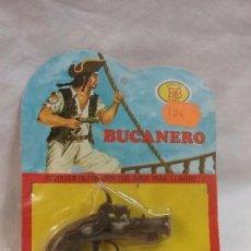 Juguetes antiguos y Juegos de colección: ANTIGUO REVOLVER DETONADOR BUCANERO DE JUGUETES EMB - SIN USO , EN BLISTER ORIGINAL - AÑOS 70 . Lote 59075310