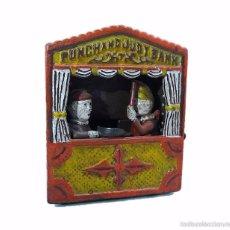 Juguetes antiguos y Juegos de colección: HUCHA DE HIERRO COLADO PUNCHAND JUDY BANK- AÑOS 70. Lote 151001522