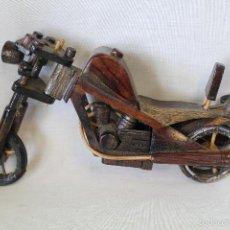 Juguetes antiguos y Juegos de colección: JUGUETE MOTO DE MADERA . Lote 60408751
