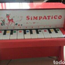 Juguetes antiguos y Juegos de colección: PIANO JUGUETE MADERA SIMPATICO FUNCIONANDO. Lote 61814199