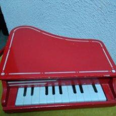 Juguetes antiguos y Juegos de colección: PIANO DE JUGUETE MADERA MIDE 34X33X8CMS. Lote 66748229