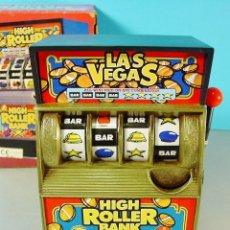 Juguetes antiguos y Juegos de colección: HUCHA HIGH ROLLER BANK. TRAGAPERRAS MECÁNICA FUNCIONANDO. CAJA ORIGINAL. . Lote 71534435