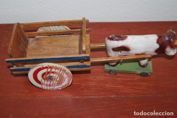 Juguetes antiguos y Juegos de colección: CARRO DE MADERA Y BUEY DE CARTÓN PIEDRA - RUEDAS DE CHAPA - JUGUETE DE ARRASTRE - DENIA - AÑOS 30-40 - Foto 3 - 74678971
