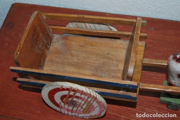 Juguetes antiguos y Juegos de colección: CARRO DE MADERA Y BUEY DE CARTÓN PIEDRA - RUEDAS DE CHAPA - JUGUETE DE ARRASTRE - DENIA - AÑOS 30-40 - Foto 4 - 74678971