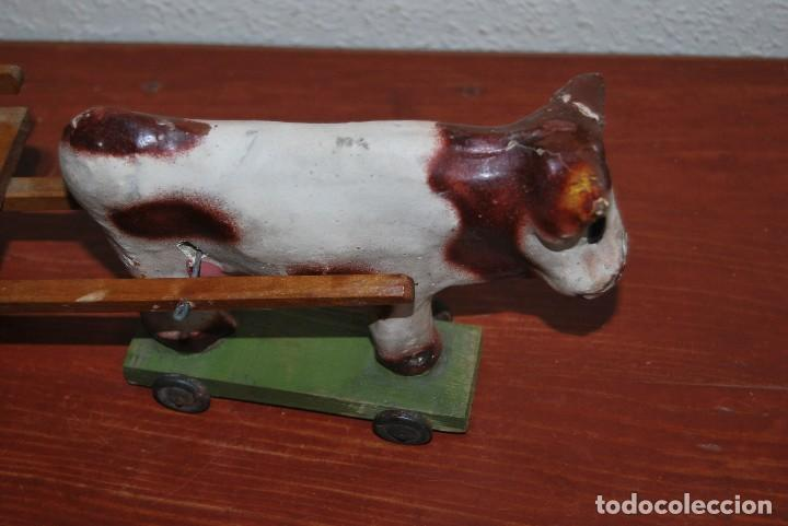 Juguetes antiguos y Juegos de colección: CARRO DE MADERA Y BUEY DE CARTÓN PIEDRA - RUEDAS DE CHAPA - JUGUETE DE ARRASTRE - DENIA - AÑOS 30-40 - Foto 5 - 74678971
