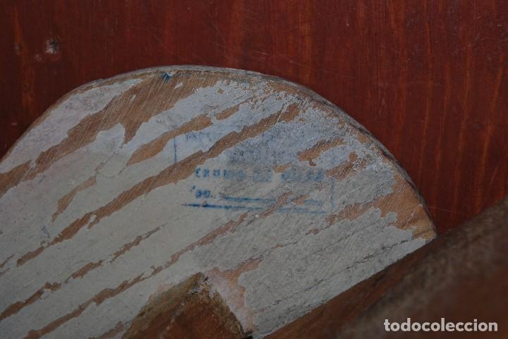 Juguetes antiguos y Juegos de colección: CARRO DE MADERA Y BUEY DE CARTÓN PIEDRA - RUEDAS DE CHAPA - JUGUETE DE ARRASTRE - DENIA - AÑOS 30-40 - Foto 16 - 74678971