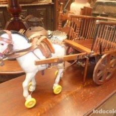 Juguetes antiguos y Juegos de colección: ANTIGUA CARRETA CON CABALLO DE JUGUETE . Lote 79116405