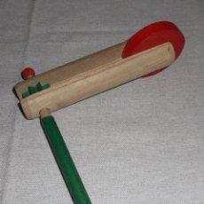Juguetes antiguos y Juegos de colección: CARRACA DE MADERA ANTIGUA. Lote 82790036