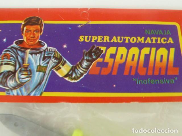Juguetes antiguos y Juegos de colección: juguete navaja superautomatica espacial, retractil, kiosco baratijas , años 70/80 - Foto 4 - 173868323