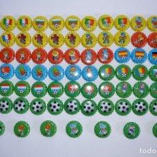 Juguetes antiguos y Juegos de colección: COLECCIÓN CHAPAS TIPO TAZOS CHICLE FÚTBOL '96 FOOTBALL TEMPORADA 1996 BANDERAS JUGADORES ANIMALES. Lote 92913400