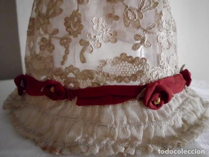 Juguetes antiguos y Juegos de colección: Antigua capota o gorro de tul bordado para muñeca antigua - Foto 11 - 97226827