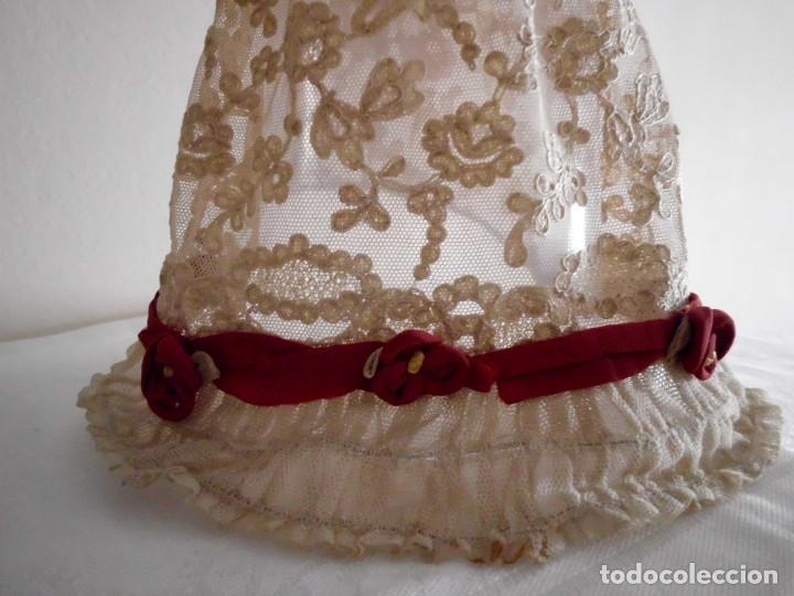 Juguetes antiguos y Juegos de colección: Antigua capota o gorro de tul bordado para muñeca antigua - Foto 12 - 97226827