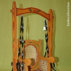 Juguetes antiguos y Juegos de colección: ANTIGUO COLUMPIO DE MADERA. Lote 97496823