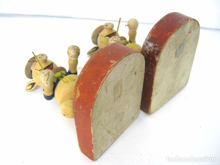 Juguetes antiguos y Juegos de colección: ANTIGUOS SUJETA LIBROS CERDITOS MADERA PINTADA - Foto 7 - 98158459