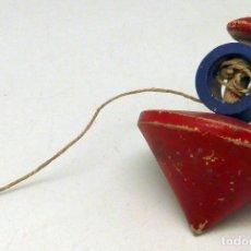 Juguetes antiguos y Juegos de colección: PEONZA TROMPO MADERA CON SU CUERDA AÑOS 50. Lote 98206551