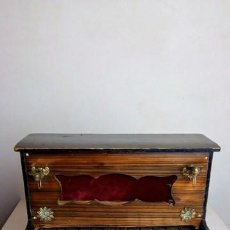 Juguetes antiguos y Juegos de colección: PIANO DE MUÑECA A ESCALA, FUNCIONAL, HACIA 1910 - 1920. Lote 99369675