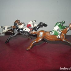 Juguetes antiguos y Juegos de colección: CABALLOS JOCKEY, PLOMO.. Lote 101399387