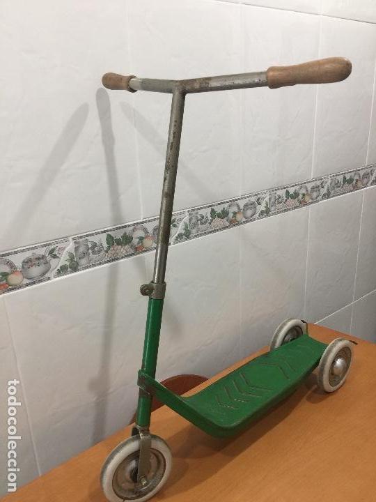 Juguetes antiguos y Juegos de colección: PATINETE JEFE SALUDES AÑOS 50 RARISIMO - Foto 2 - 109074015
