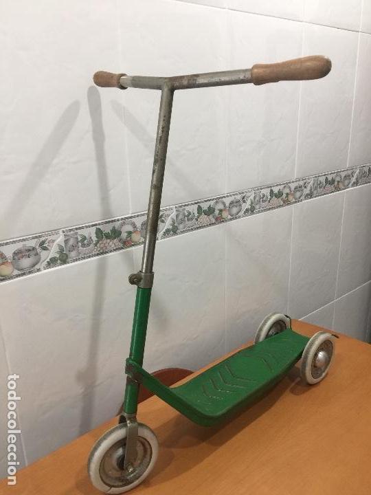 Juguetes antiguos y Juegos de colección: PATINETE JEFE SALUDES AÑOS 50 RARISIMO - Foto 3 - 109074015