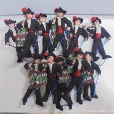 Juguetes antiguos y Juegos de colección: LOTE DE 11 BANDOLEROS. DE TELA. 14CM ALTO. LOS DE LA FOTO. VER. Lote 111948527