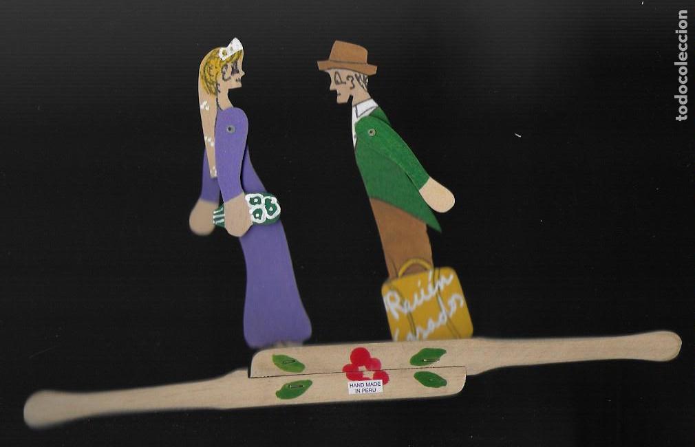 Juguetes antiguos y Juegos de colección: Recién casados. Hand made in Perú. Articulado de madera.13x25cm. - Foto 3 - 115898863