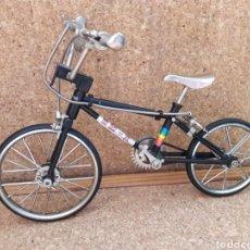 Juguetes antiguos y Juegos de colección - RARA Bmx bicicleta de juguete AUTÓMATA siglo XX. - 117627642