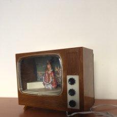 Jouets Anciens et Jeux de collection: ANTIGUA TELEVISIÓN DE JUGUETE CON VIRGEN - VINTAGE AÑOS 50. Lote 121544023