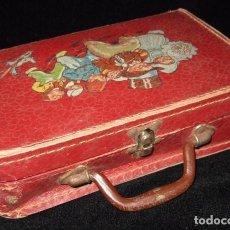 Juguetes antiguos y Juegos de colección: PRECIOSA MALETA ESCOLAR ANTIGUA DE CARTÓN. Lote 124021719