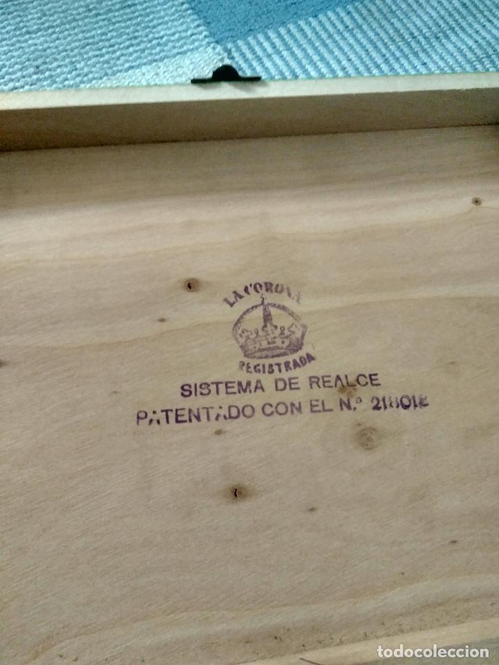 Juguetes antiguos y Juegos de colección: ANTIGUO CABAS DE MADERA EN PERFECTO ESTADO EN RELIEVE 26X20 NUMERADO MARCA LA CORONA - Foto 3 - 125238479