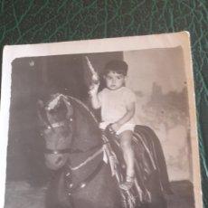 Juguetes antiguos y Juegos de colección - Foto niño caballo juguete - 129682988