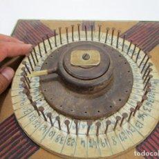 Juguetes antiguos y Juegos de colección: RULETA ANTIGUA JUEGOS MADERA HIERRO TIPO CASINO Y PARA QUINIELAS 1 X 2 . Lote 130926248