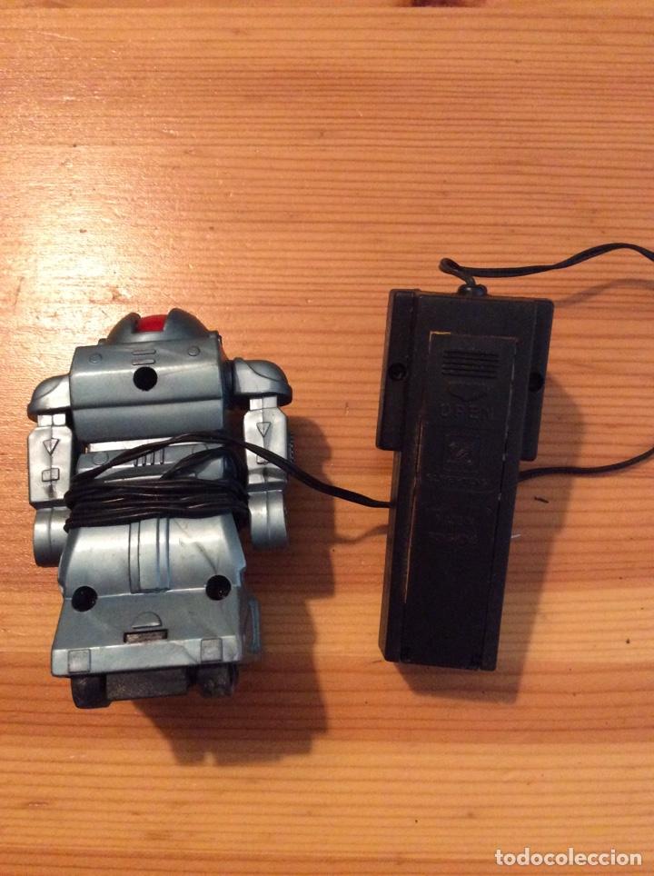 Juguetes antiguos y Juegos de colección: Robot supertoys hong kong no funciona por culpa del compartimento pilas - Foto 2 - 131263607