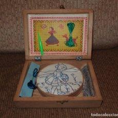 Juguetes antiguos y Juegos de colección: ANTIGUA CAJA DE BORDAR PARA NIÑA,AÑOS 50. Lote 132785874