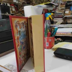 Juguetes antiguos y Juegos de colección: JUGUETE: LIBRO MUSICAL ROJO: MERRY CHRISTMAS. PAPA NOEL CON DOS OSITOS. Lote 135451175