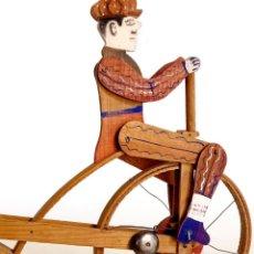 Juguetes antiguos y Juegos de colección: ANTIGUO CICLISTA CORREPASILLOS CON MOVIMIENTO Y CAMPANILLA. AÑOS 40. Lote 137760574