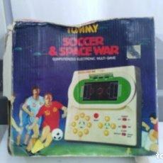 Juguetes antiguos y Juegos de colección: ANTIGUA MAQUINITA TIPO LCD GAME WATCH TABLETOP DE TOMMY SOCCER SPACE WAR. Lote 137974422