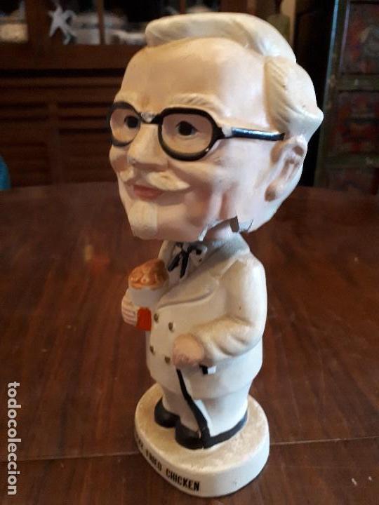 Juguetes antiguos y Juegos de colección: Antigua Figura Coronel Sanders Kentucky Fried Chicken KFC. Cabeza Basculante. Made in Japan. 19 cms - Foto 2 - 138834602