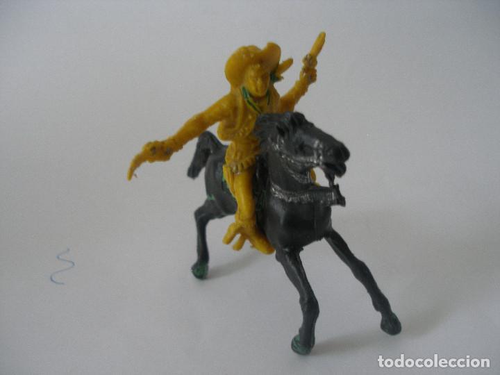 Juguetes antiguos y Juegos de colección: Vaquero pistolero a caballo años Lafredo 60 - 70 - Foto 2 - 139036186