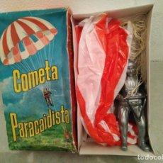 Juguetes antiguos y Juegos de colección: COMETA PARACAIDISTA EN SU CAJA. Lote 191598845