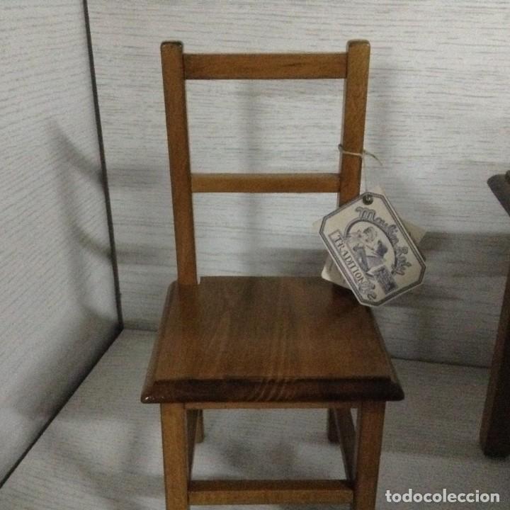Juguetes antiguos y Juegos de colección: Mesa y 2 sillas madera para muñecas,MOULING ROTY - Foto 3 - 139883266