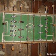 Juguetes antiguos y Juegos de colección: FUTBOLIN DE PIE AÑOS 50 BARCELONA ESPAÑOL. Lote 140153518