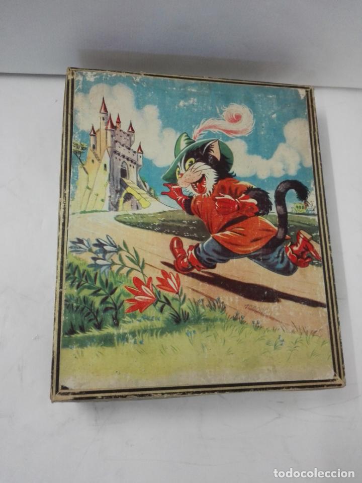 Juguetes antiguos y Juegos de colección: Rompecabezas de cubos de cartón. Gato con botas, Pinocho, Cenicienta, Caperucita... Años 50. Puzzle - Foto 2 - 140901522
