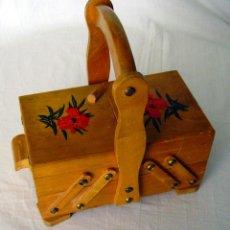 Juguetes antiguos y Juegos de colección: COSTURERO DE MADERA. Lote 142992298