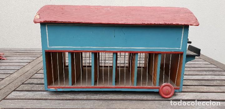 Juguetes antiguos y Juegos de colección: PRECIOSA CARAVANA / REMOLQUE DE LEONES Y TIGRES DE MADERA CON DOMADOR, CUIDADOR, 2 PERROS Y JAULA - Foto 4 - 147507022