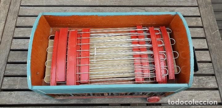 Juguetes antiguos y Juegos de colección: PRECIOSA CARAVANA / REMOLQUE DE LEONES Y TIGRES DE MADERA CON DOMADOR, CUIDADOR, 2 PERROS Y JAULA - Foto 6 - 147507022