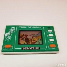 Juguetes antiguos y Juegos de colección: GAME WATCH SUNWING TOM'S ADVENTURE COMPLETA SIN PROBAR PARA REPARAR O PIEZAS. Lote 148161618